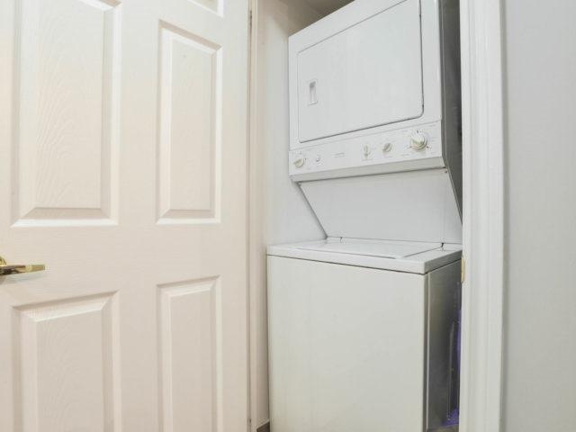 Condo Apartment at 5 Michael Power Pl, Unit 1605, Toronto, Ontario. Image 3