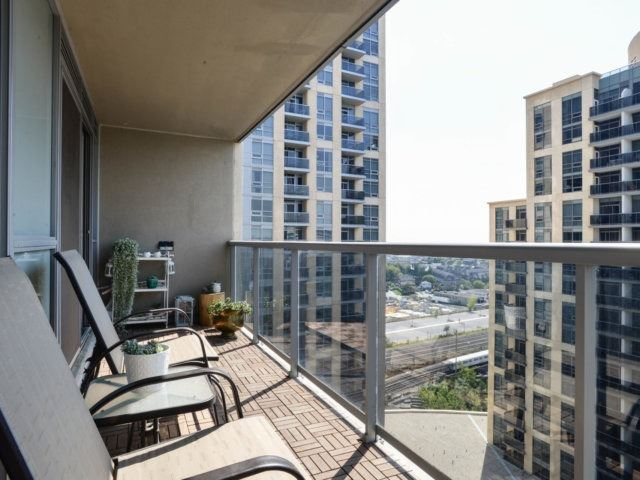 Condo Apartment at 5 Michael Power Pl, Unit 1605, Toronto, Ontario. Image 4