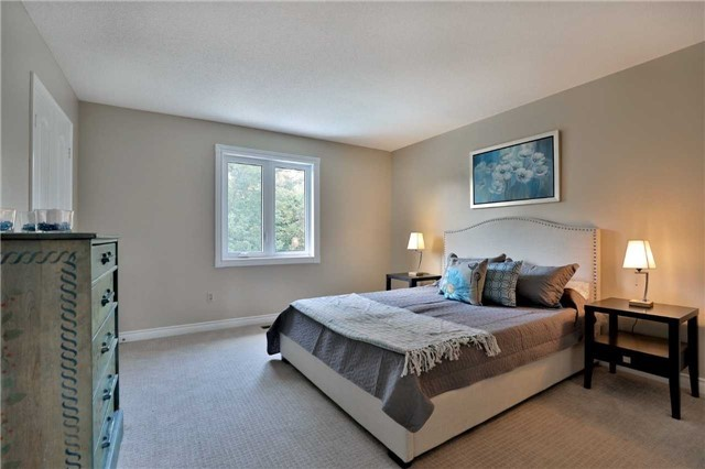 Detached at 5819 Riverside Pl, Mississauga, Ontario. Image 4