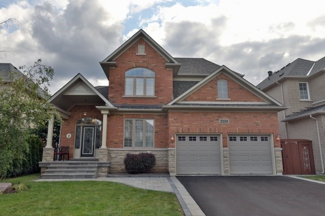 Detached at 2324 Coronation Dr, Oakville, Ontario. Image 1
