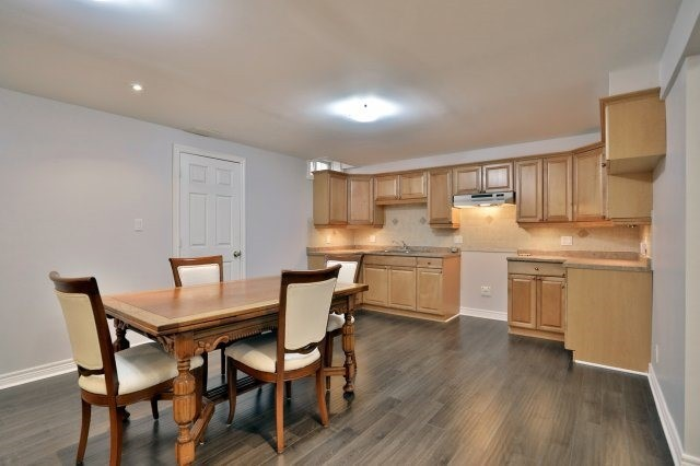 Detached at 2324 Coronation Dr, Oakville, Ontario. Image 8