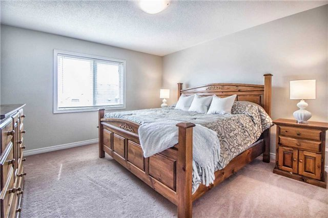Townhouse at 3097 Highbourne Cres, Oakville, Ontario. Image 3