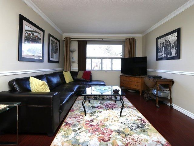 Condo Townhouse at 1050 Shawnmarr Rd, Unit 8, Mississauga, Ontario. Image 9