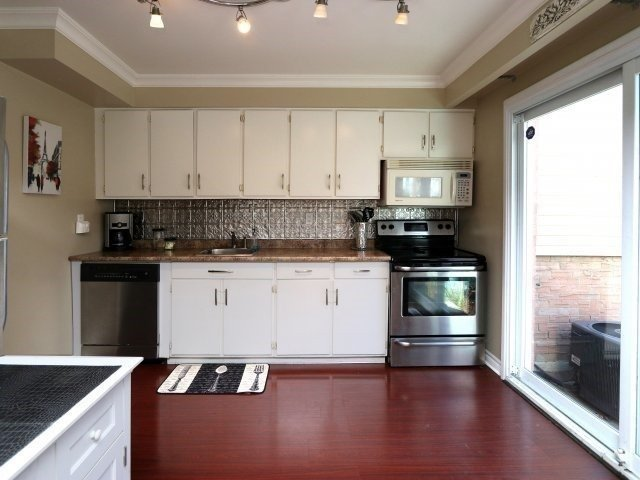 Condo Townhouse at 1050 Shawnmarr Rd, Unit 8, Mississauga, Ontario. Image 11