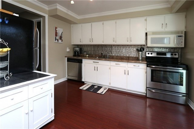 Condo Townhouse at 1050 Shawnmarr Rd, Unit 8, Mississauga, Ontario. Image 13