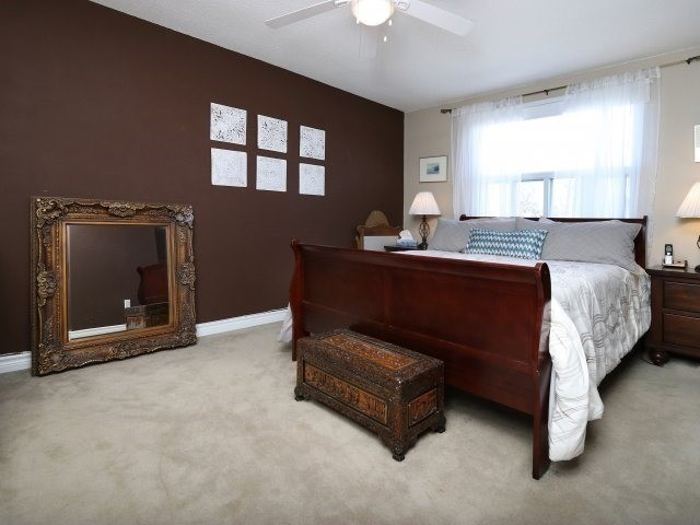 Condo Townhouse at 1050 Shawnmarr Rd, Unit 8, Mississauga, Ontario. Image 14