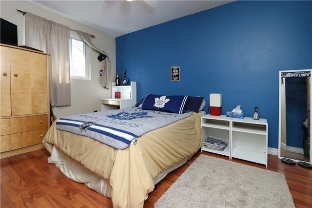 Condo Townhouse at 1050 Shawnmarr Rd, Unit 8, Mississauga, Ontario. Image 16