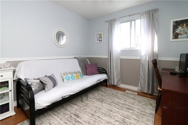Condo Townhouse at 1050 Shawnmarr Rd, Unit 8, Mississauga, Ontario. Image 3