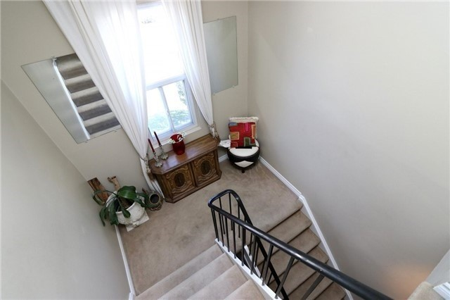 Condo Townhouse at 1050 Shawnmarr Rd, Unit 8, Mississauga, Ontario. Image 4
