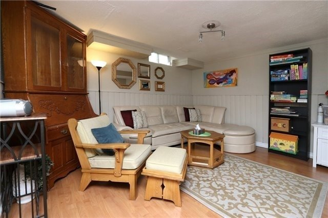 Condo Townhouse at 1050 Shawnmarr Rd, Unit 8, Mississauga, Ontario. Image 5