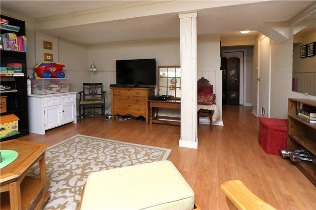 Condo Townhouse at 1050 Shawnmarr Rd, Unit 8, Mississauga, Ontario. Image 7