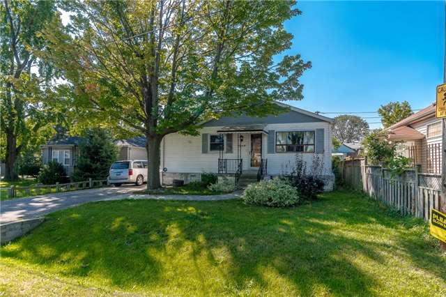 Detached at 1068 Strathy Ave, Mississauga, Ontario. Image 3
