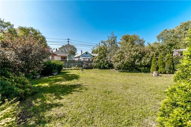 Detached at 1068 Strathy Ave, Mississauga, Ontario. Image 5