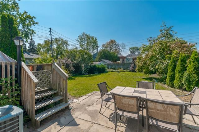 Detached at 1068 Strathy Ave, Mississauga, Ontario. Image 7