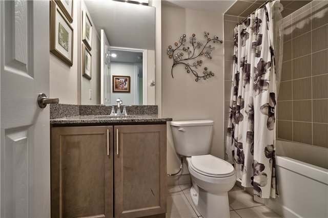Condo Townhouse at 2441 Greenwich Dr, Unit 3, Oakville, Ontario. Image 3