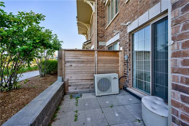 Condo Townhouse at 2441 Greenwich Dr, Unit 3, Oakville, Ontario. Image 7
