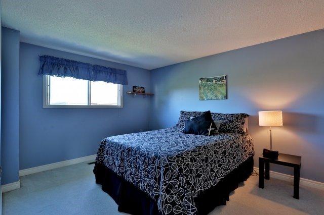 Detached at 3141 Longmeadow Rd, Burlington, Ontario. Image 5
