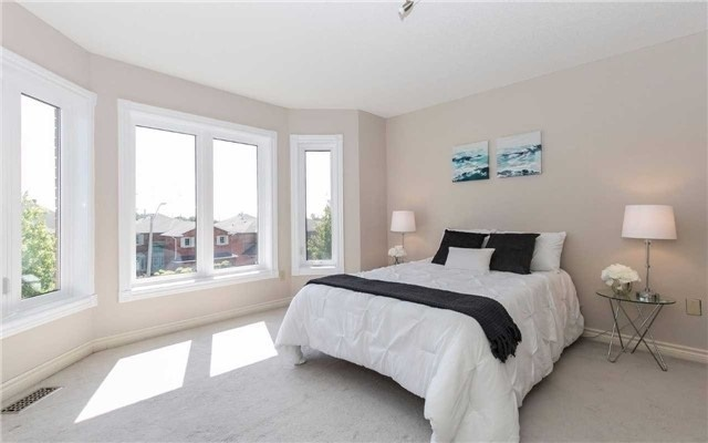 Detached at 4782 Crystal Rose Dr, Mississauga, Ontario. Image 3