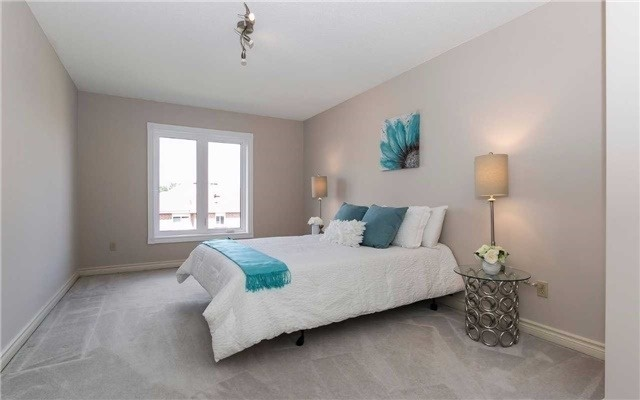 Detached at 4782 Crystal Rose Dr, Mississauga, Ontario. Image 4