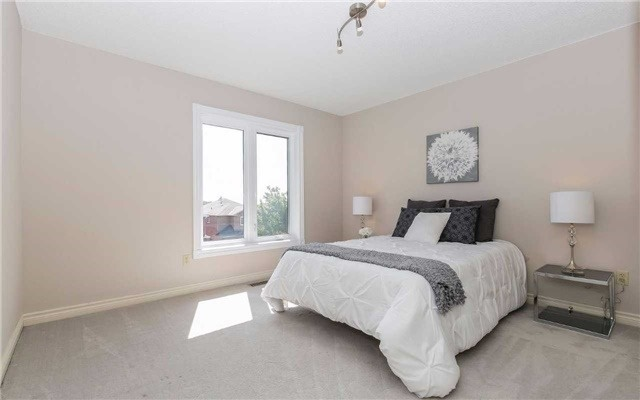 Detached at 4782 Crystal Rose Dr, Mississauga, Ontario. Image 5