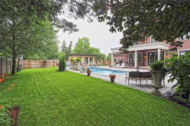 Detached at 1689 Carolyn Rd, Mississauga, Ontario. Image 10