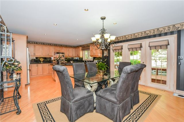 Detached at 109 Oaklands Park Crt, Burlington, Ontario. Image 17