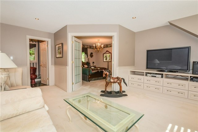 Detached at 109 Oaklands Park Crt, Burlington, Ontario. Image 5