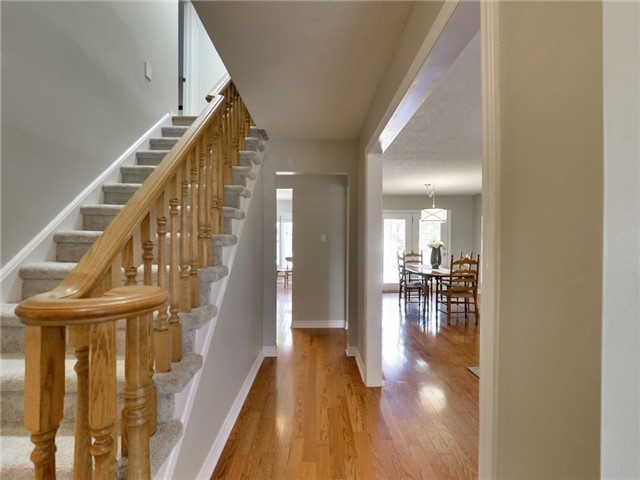 Detached at 1040 Bridlewood Tr, Oakville, Ontario. Image 12