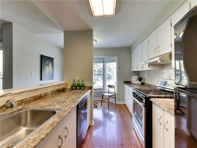 Detached at 1040 Bridlewood Tr, Oakville, Ontario. Image 16
