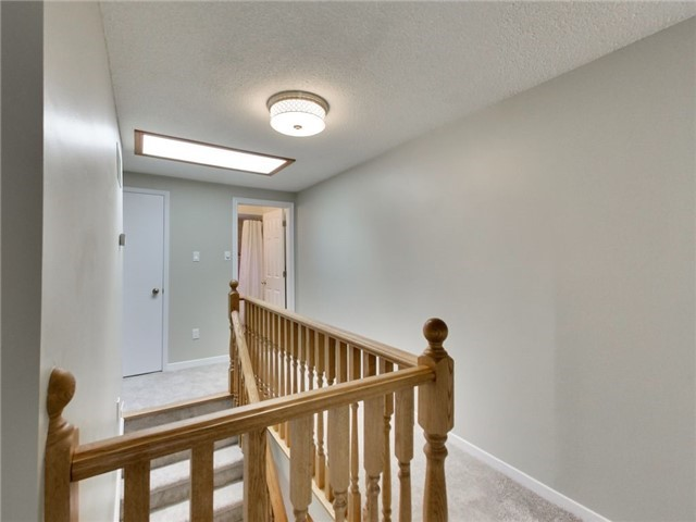 Detached at 1040 Bridlewood Tr, Oakville, Ontario. Image 2