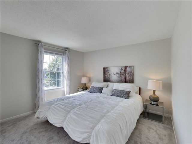 Detached at 1040 Bridlewood Tr, Oakville, Ontario. Image 7