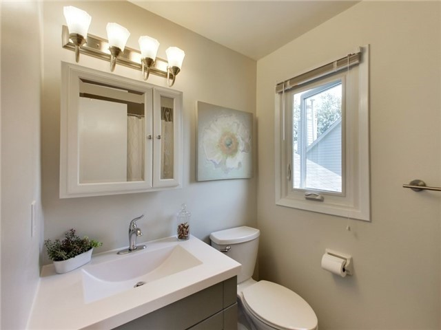 Detached at 1040 Bridlewood Tr, Oakville, Ontario. Image 8