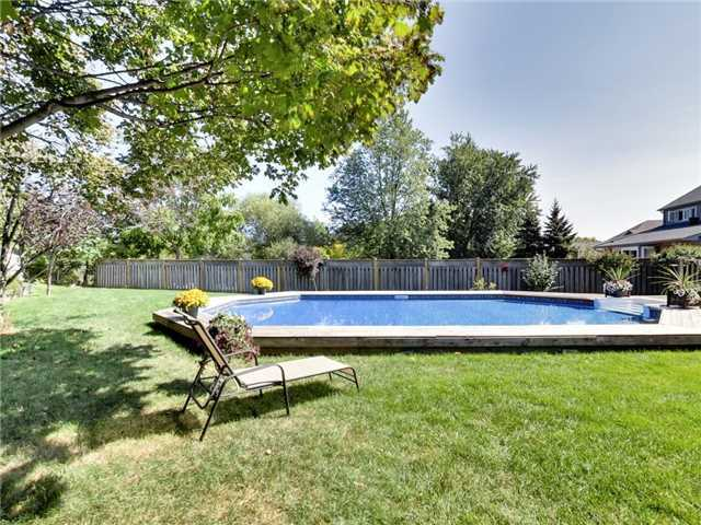 Detached at 1040 Bridlewood Tr, Oakville, Ontario. Image 9