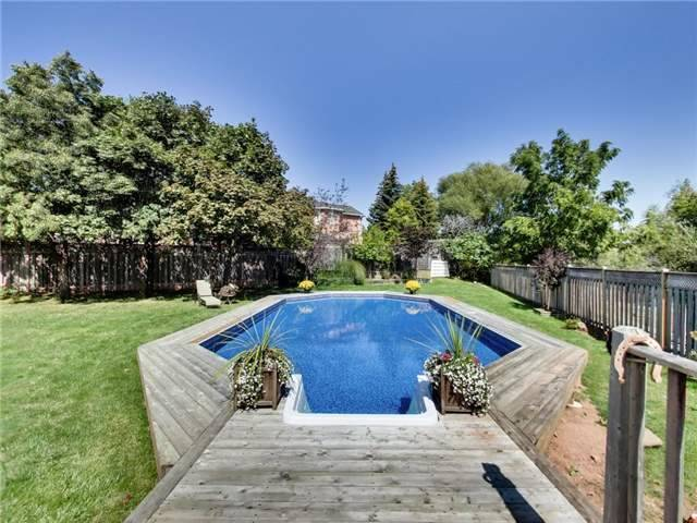 Detached at 1040 Bridlewood Tr, Oakville, Ontario. Image 11