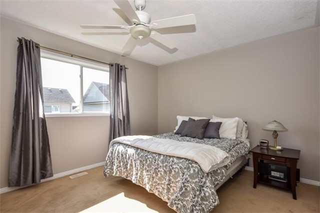 Detached at 10 Tanners Dr, Halton Hills, Ontario. Image 3