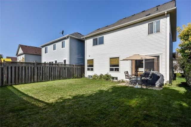 Detached at 10 Tanners Dr, Halton Hills, Ontario. Image 9