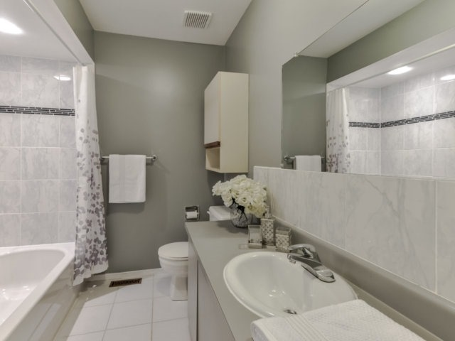 Link at 1306 Valerie Cres, Oakville, Ontario. Image 3