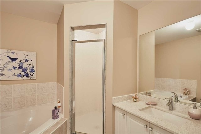 Townhouse at 723 Candlestick Circ, Mississauga, Ontario. Image 6