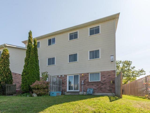 Condo Townhouse at 15 Stewart Maclaren Rd, Halton Hills, Ontario. Image 13