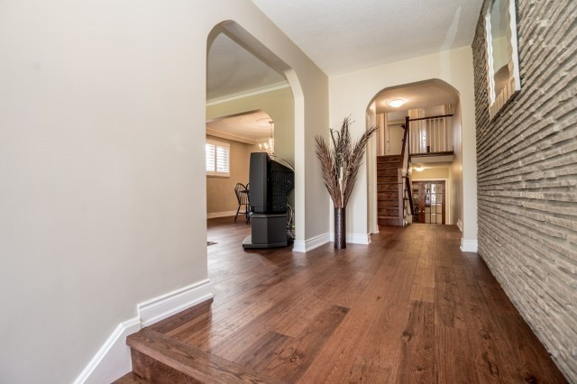 Detached at 671 Eversley Dr, Mississauga, Ontario. Image 14