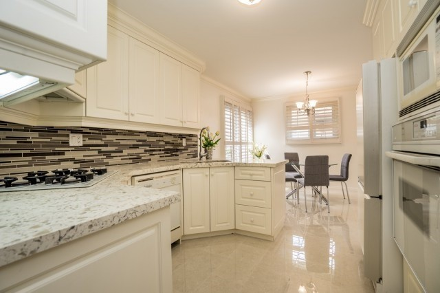 Detached at 671 Eversley Dr, Mississauga, Ontario. Image 17