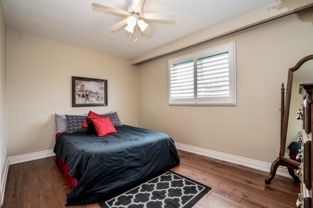 Detached at 671 Eversley Dr, Mississauga, Ontario. Image 2