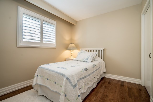 Detached at 671 Eversley Dr, Mississauga, Ontario. Image 4