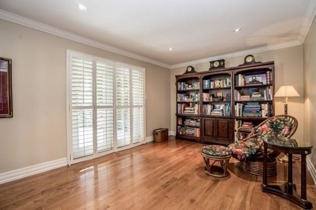 Detached at 671 Eversley Dr, Mississauga, Ontario. Image 6