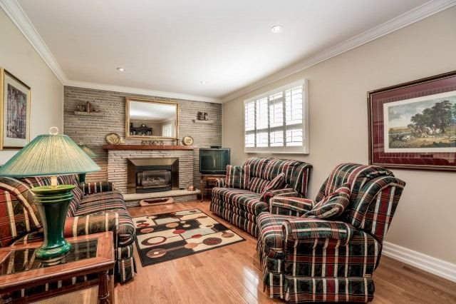 Detached at 671 Eversley Dr, Mississauga, Ontario. Image 7