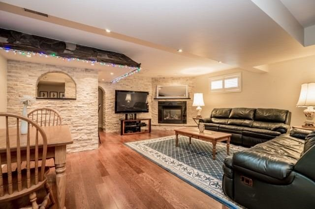 Detached at 671 Eversley Dr, Mississauga, Ontario. Image 8