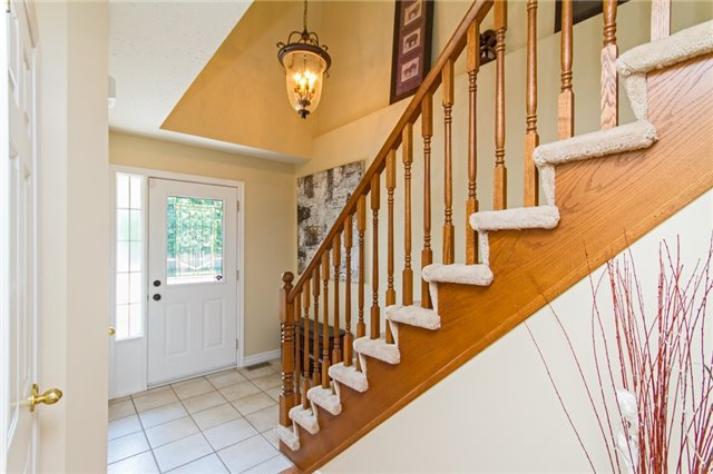 Detached at 1329 Bonnie Crt, Burlington, Ontario. Image 20