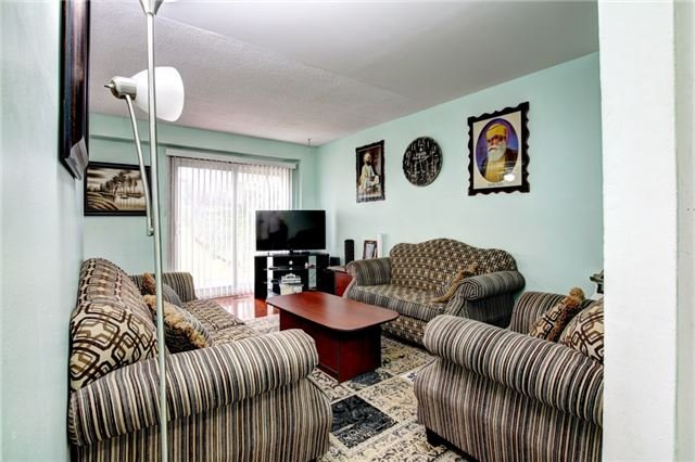 Semi-detached at 7740 Benavon Rd, Mississauga, Ontario. Image 15