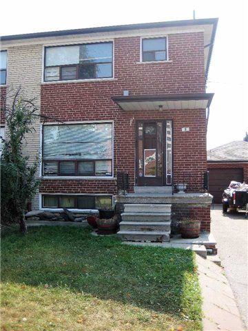 Semi-detached at 9 Woodenhill Crt, Toronto, Ontario. Image 1