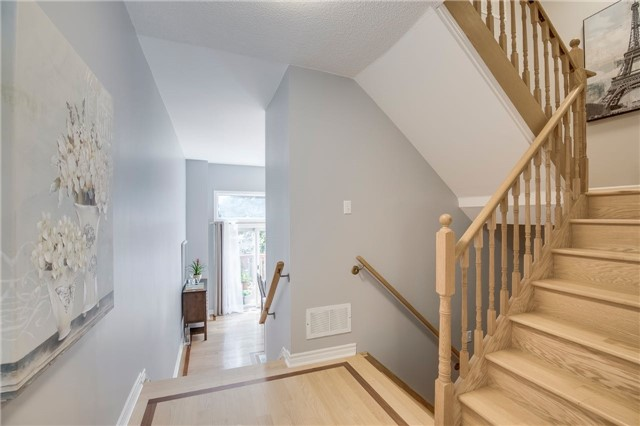 Condo Townhouse at 840 Dundas St W, Unit 10, Mississauga, Ontario. Image 17
